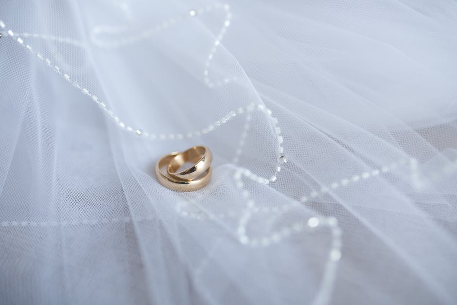 yellow-gold-engagement-rings-01